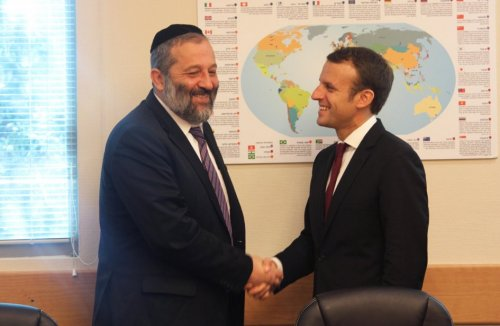 Macron tient à souligner son allégeance à l'occupant israélien