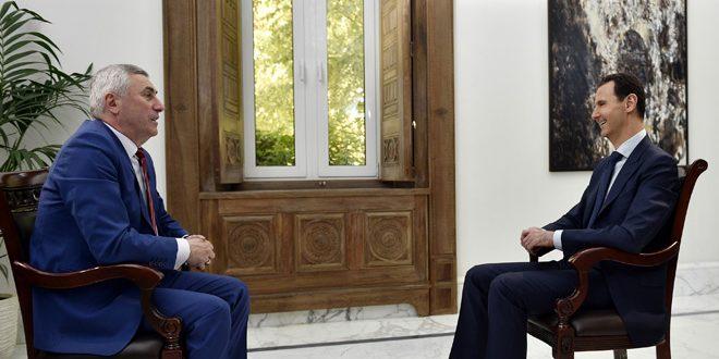 """Le président al-Assad à """"ONT"""" : La guerre que mène la Syrie n'est pas uniquement contre les terroristes, mais aussi contre leurs commanditaires"""