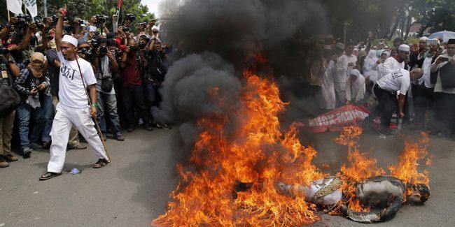 Indonésie : coup d'état islamiste en marche avec la complicité de Trump