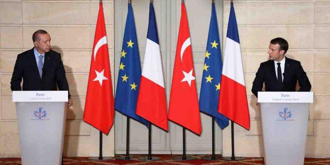 Vidéo : En visite à Paris, Erdogan accuse les USA de soutenir les terroristes en Syrie