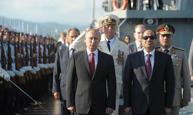 Le ministre russe de la Défense, Sergueï Shoigu, s'est rendu au Caire le 29 novembre. En offrant ses condoléances pour le massacre perpétré le 24 novembre dans une mosquée de la péninsule du Sinaï, en Égypte, qui a fait plus de 300 morts, M. Shoigu a souligné la nécessité de renforcer la coopération dans la lutte contre le terrorisme. Selon lui, les liens militaires entre les deux pays sont à un niveau élevé depuis que l'Égypte a commandé de nouvelles armes russes.