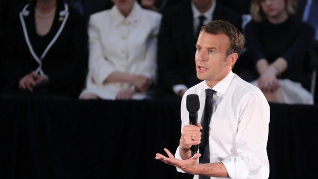 «Guerre sans fin pour l'empire» : Macron interpellé par des étudiants sur les frappes en Syrie