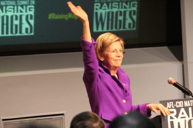 Elizabeth Warren s'attaque à l'économie, brouille la politique étrangère