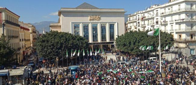 Le Président Bouteflika s'engage à organiser une présidentielle anticipée sans qu'il ne soit candidat