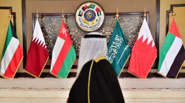 Les monarchies du Golfe projettent leur guerre froide sur la scène algérienne