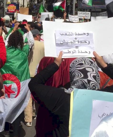 Hirak en Algérie : À quoi jouent les médias mainstream?