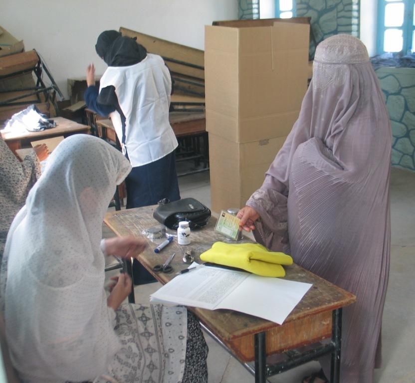 Afghanistan : avant les élections à quoi joue Hamid Karzaï ?