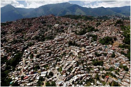 Venezuela : les « barrios » ne descendent pas
