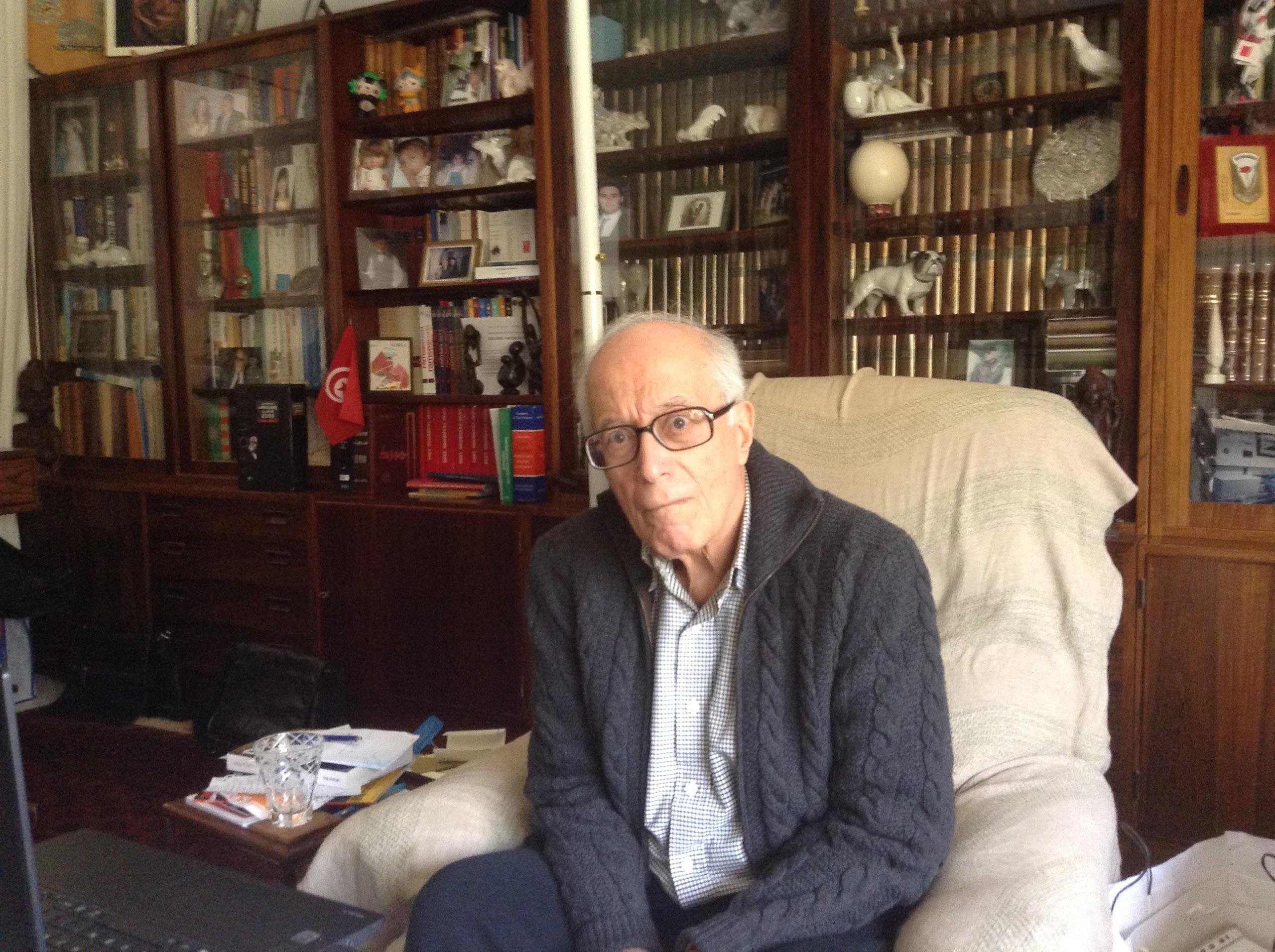 Ahmed Ounaïs :  « Pour la Russie, le déclenchement des révolutions de couleuren Ukraine, Biélorussie et Géorgie visent à installer dans son voisinage immédiat des gouvernements dociles qui minent la sécurité de ce qu'elle appelle l'étranger proche. »