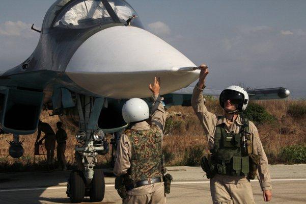 Gros plans pilotes russes à Hmimime