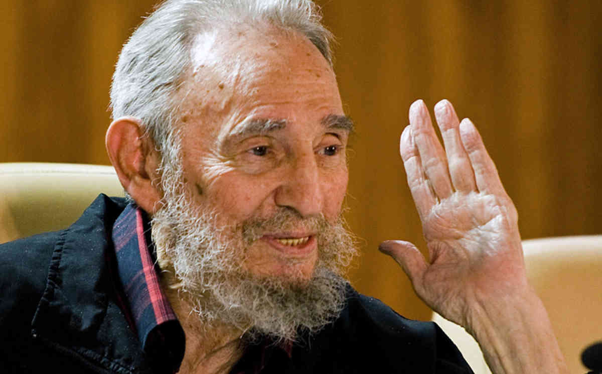 Gloire au révolutionnaire Fidel Castro