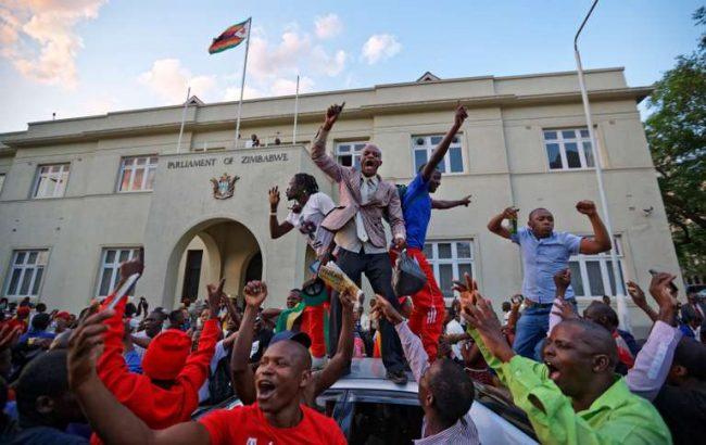 Robert Mugabe démissionne, et après... ?