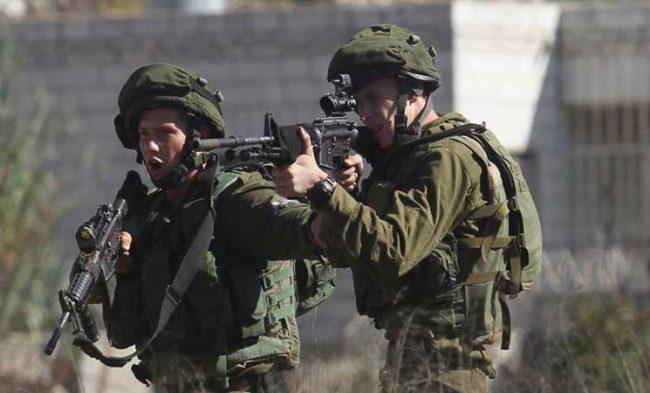 Un soldat israélien en train d'applaudir après avoir tiré sur un Palestinien (vidéo)