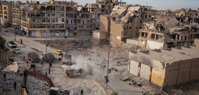 Après avoir recruté pour Daech, Anand Gopal justifie les crimes de guerre commis par les États-Unis