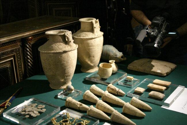Trafic d'antiquités: coup de filet dans le monde des antiquaires parisiens