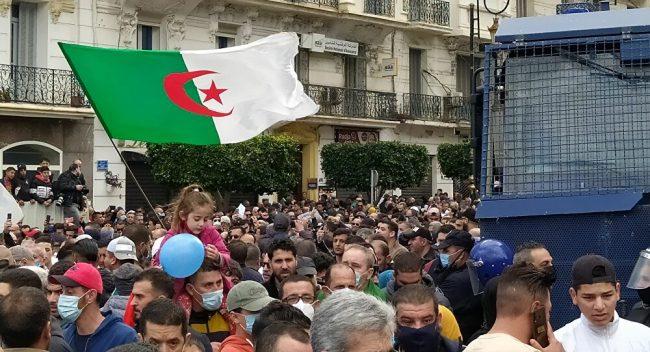 Ahmed Bensaada : «Les Algériens devraient comprendre que ces groupes pourraient mener l'Algérie vers le chaos»