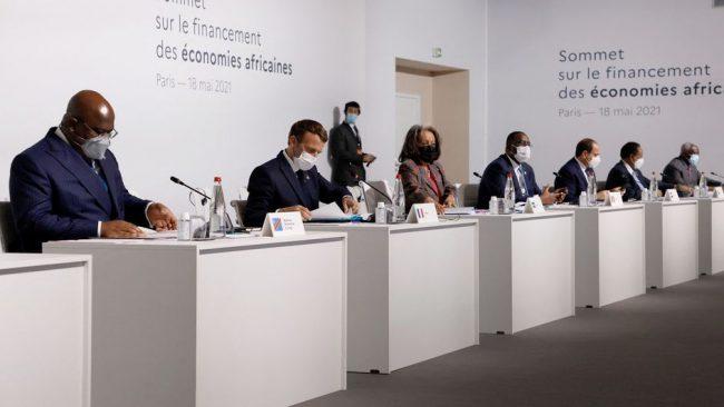 Le Sommet parisien pour le développement de l'Afrique : Ramage avant le plumage