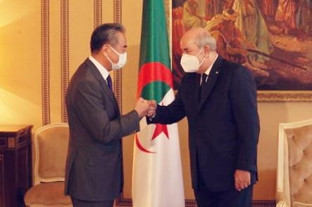 -Wang Yi reçu par le président algérien Abdelmadjid Tebboune. La coopération mutuellement bénéfique entre la Chine et l'Algérie a un énorme potentiel et un grand espace de développement.